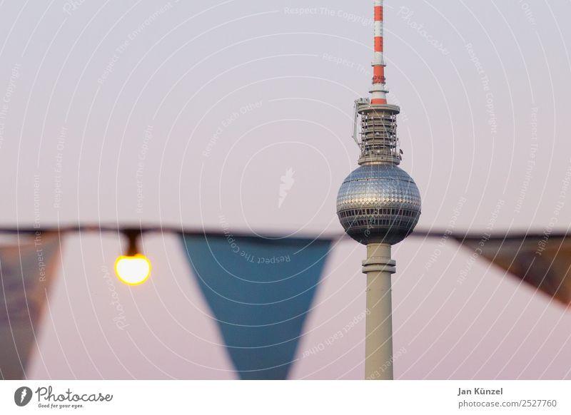 Lauer Sommerabend Ferien & Urlaub & Reisen Tourismus Freiheit Städtereise Nachtleben ausgehen Feste & Feiern Party Himmel Wolkenloser Himmel Berlin