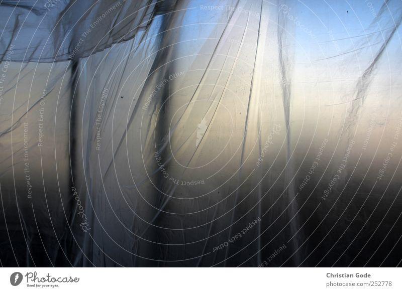 Verschleiert Menschenleer Bauwerk Gebäude Glas blau Folie gelb Schaufenster Transparente Leerstand Fensterfront grau schwarz Kunststoff Farbfoto Gedeckte Farben
