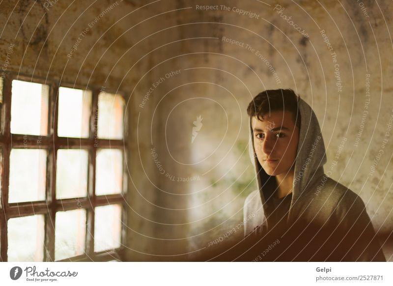 Kind Mensch Jugendliche Mann Einsamkeit dunkel Gesicht Straße Lifestyle Erwachsene Traurigkeit Junge Mode Angst Coolness Model