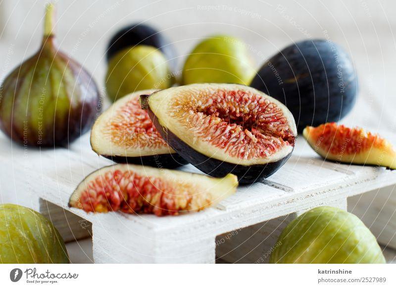 Frische violette und grüne Feigen Frucht Dessert Vegetarische Ernährung Diät exotisch Sommer Herbst Holz frisch lecker weiß Lebensmittel organisch purpur reif