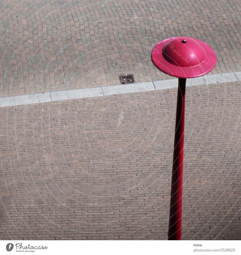 steinig | Handarbeit Verkehrswege Fußgänger Straße Wege & Pfade Straßenbeleuchtung Laternenpfahl Gully Bordsteinkante Stein Metall nachhaltig Stadt rot