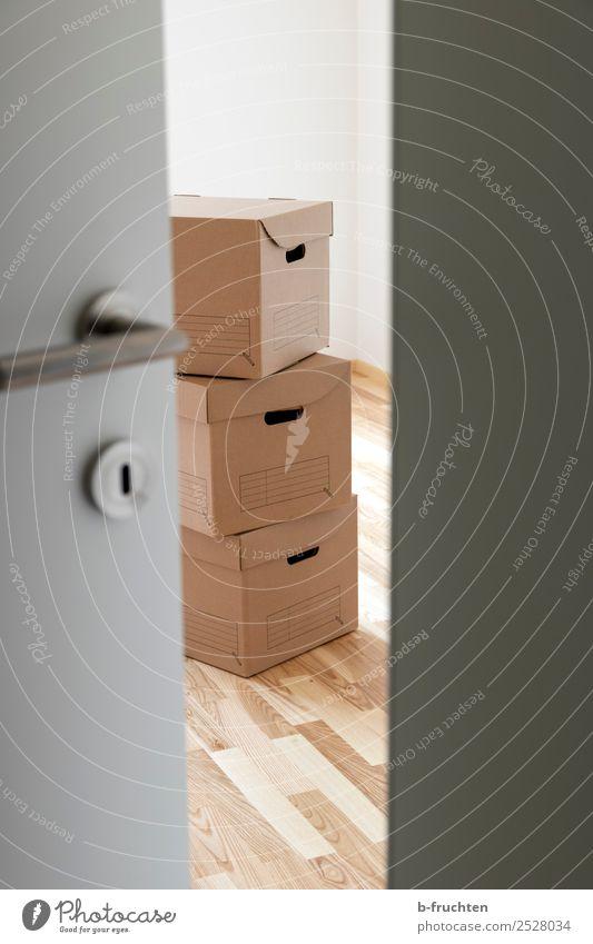 Wir ziehen um Umzug (Wohnungswechsel) Innenarchitektur Raum Büro Business Verpackung Paket Kasten Arbeit & Erwerbstätigkeit Neugier sparsam Wandel & Veränderung