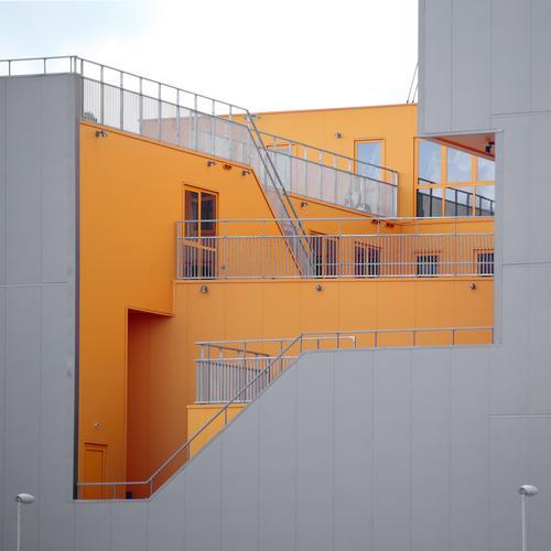 Escher'scher Schachtelsatz Amsterdam Haus Bauwerk Architektur Mauer Wand Treppe Fassade Terrasse Fenster außergewöhnlich modern gelb grau beweglich