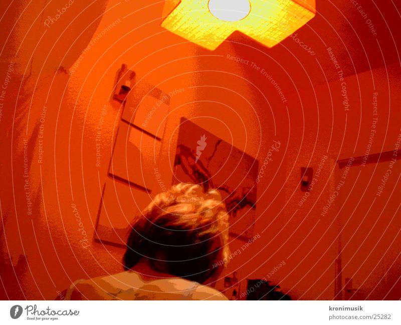 under red lamp Frau rot ruhig Lampe Denken Stimmung Rücken Foyer