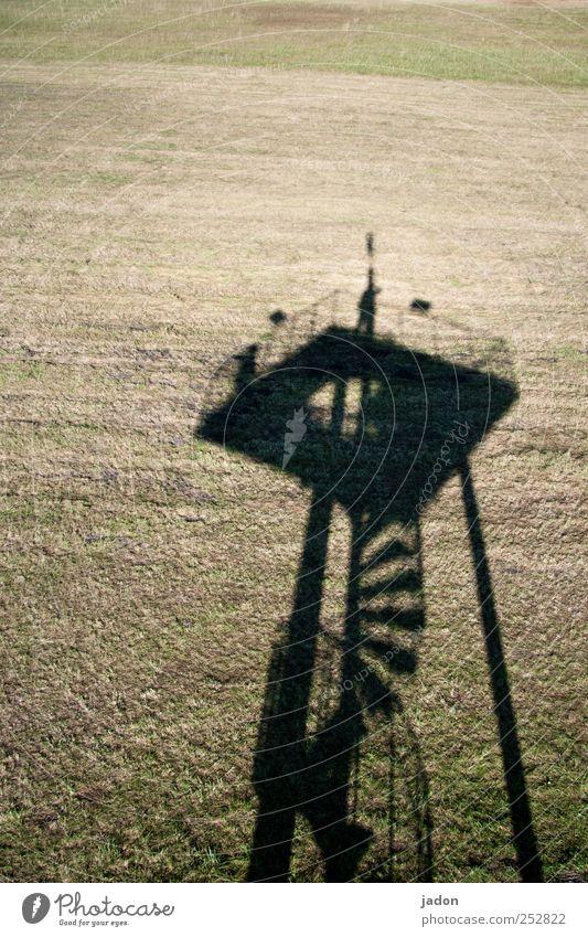 beschattung. Mensch Wiese Treppe ästhetisch Turm Häusliches Leben Baustelle skurril Karriere winken Wendeltreppe