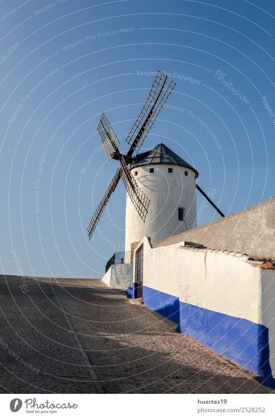 Spanische Windmühle Ferien & Urlaub & Reisen Hügel Gebäude Architektur Sehenswürdigkeit Denkmal Wege & Pfade alt historisch blau Konstruktion Kornett Erbauung