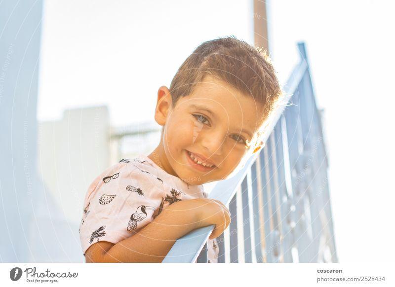 Kind Mensch Ferien & Urlaub & Reisen Sommer blau schön Farbe weiß Freude Gesicht Lifestyle Glück Junge klein Tourismus Schule