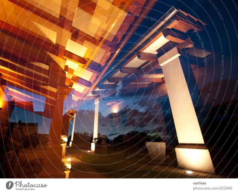 Sommernacht Erholung Architektur braun ästhetisch Dach unten Doppelbelichtung Terrasse Säule Scheinwerfer Nachthimmel mediterran klassisch Dachrinne