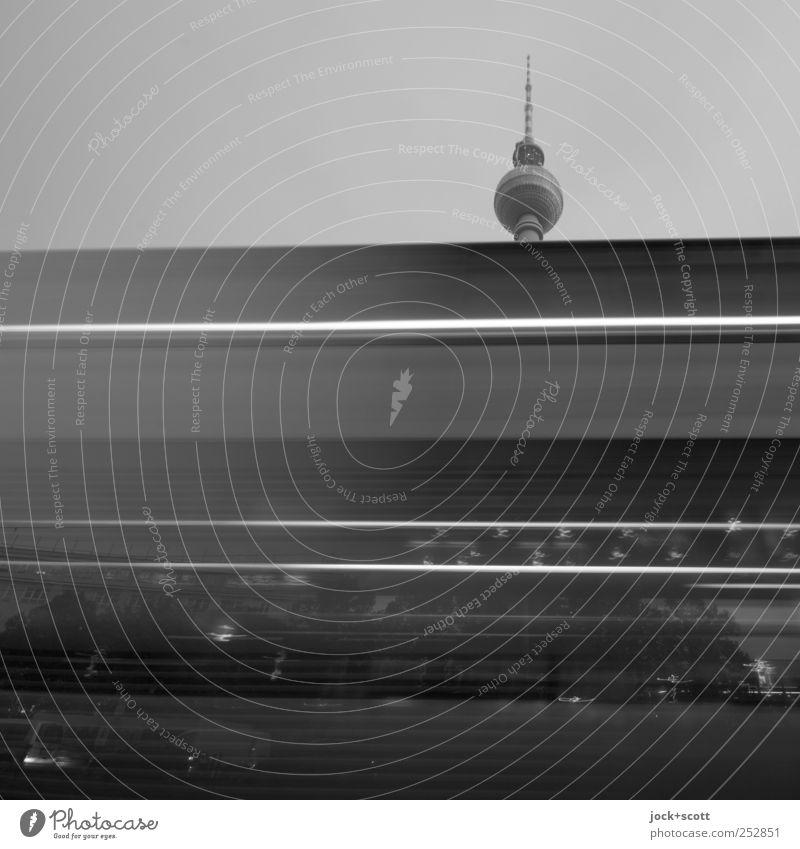 Schwarzfahrt Stadt schwarz dunkel Bewegung Berlin oben Linie außergewöhnlich Geschwindigkeit Perspektive Wandel & Veränderung Bauwerk Kugel Wolkenloser Himmel