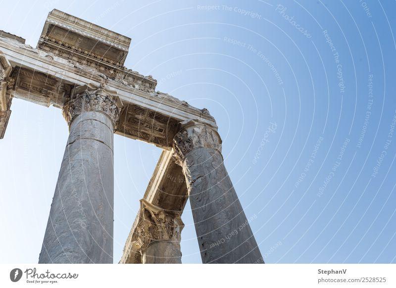 Säulen im Forum Romanum Architektur Italien Europa Sehenswürdigkeit Denkmal alt historisch Fernweh Tourismus Vergangenheit Vergänglichkeit Farbfoto