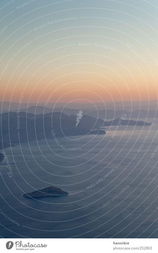 dawn Wasser Himmel Sonnenaufgang Sonnenuntergang Schönes Wetter Küste Insel blau rosa Luftverkehr Horizont Farbenspiel Hügel Kitsch schön Idylle Farbfoto