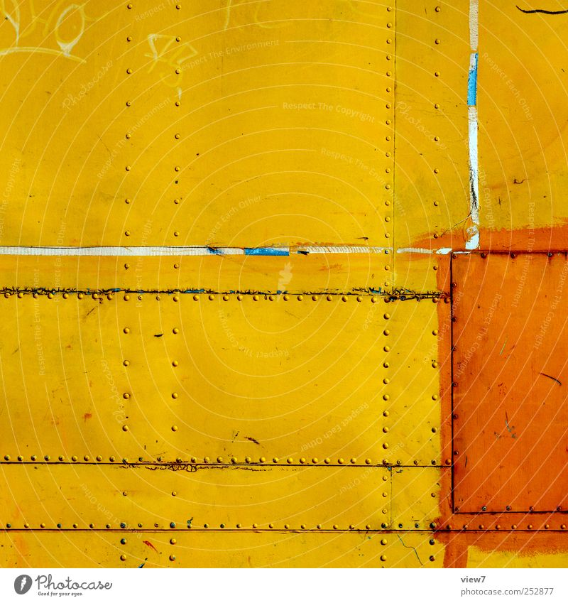 Geschichten der Oberflächlichkeit alt gelb Metall Linie ästhetisch authentisch Streifen Wandel & Veränderung retro Baustelle Vergänglichkeit Spuren rein