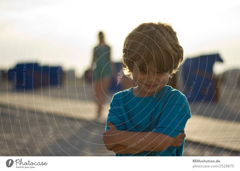 Kind schmunzelt Mensch Ferien & Urlaub & Reisen Natur Sommer blau Landschaft Sonne Meer Freude Strand Umwelt natürlich Glück Junge klein