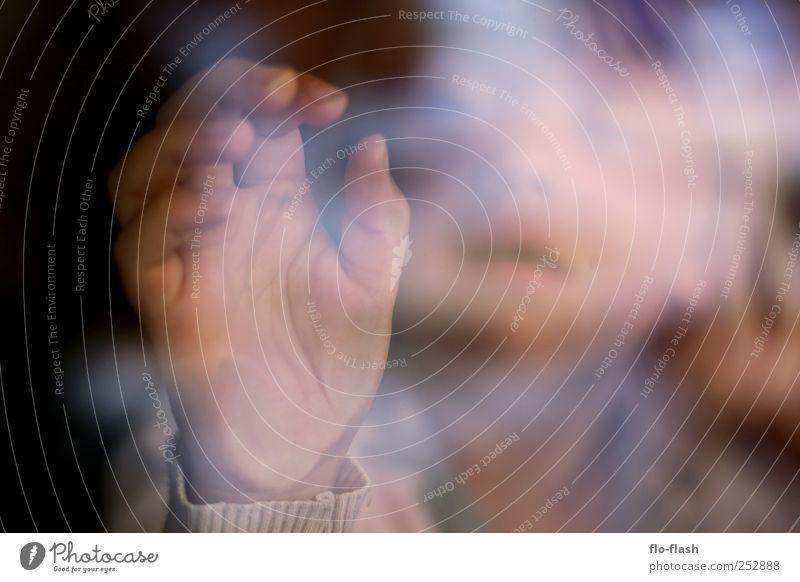 Pinzettengriff Kind Mädchen Hand Finger 1 Mensch 3-8 Jahre Kindheit Blick Spielen Farbfoto Innenaufnahme Nahaufnahme Reflexion & Spiegelung Unschärfe