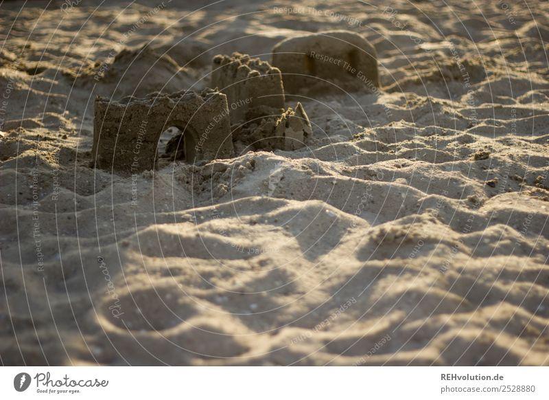 Sandburg Ferien & Urlaub & Reisen Sommer Strand Lifestyle Gebäude Spielen Kreativität authentisch Bauwerk Sommerurlaub Kunstwerk Kinderspiel