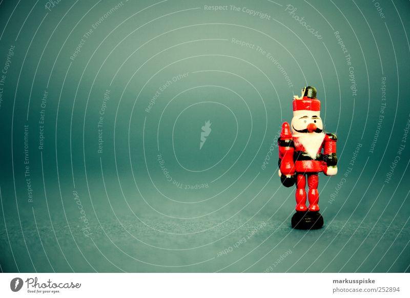 Nussknacker Weihnachten & Advent rot Haus Gefühle Innenarchitektur Holz Feste & Feiern Stimmung Wohnung Zufriedenheit Häusliches Leben leuchten Dekoration & Verzierung Fröhlichkeit berühren historisch