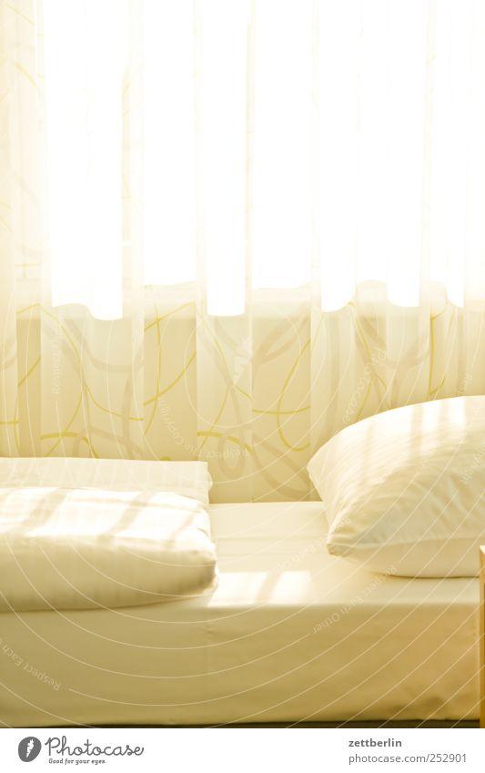 Hotel Sonne Ferien & Urlaub & Reisen Sommer Fenster hell Wohnung Innenarchitektur Beginn schlafen Lifestyle Häusliches Leben Bett Dresden Möbel Decke Gardine