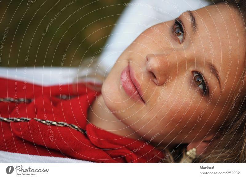 Les yeux incroyable! Mensch Jugendliche schön feminin Erwachsene träumen Warmherzigkeit Lächeln 18-30 Jahre Junge Frau