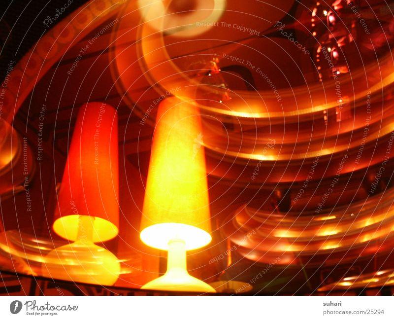 Spiegelung rot Lampe orange Architektur Gastronomie Innenarchitektur Kneipe