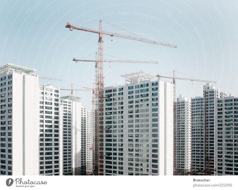 7.000.000.000 weiß Fenster Gebäude Wohnung hoch Hochhaus modern Zukunft Baustelle Bauwerk China Etage Kran bauen Stadtteil anonym