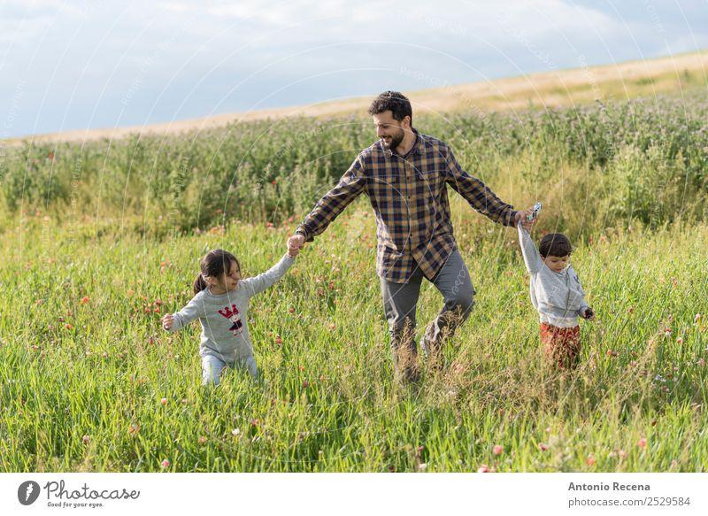 Kind Mensch Mann Hand Blume Lifestyle Erwachsene Wiese Familie & Verwandtschaft Gras Spielen Kindheit Kleinkind Eltern Vater Geborgenheit