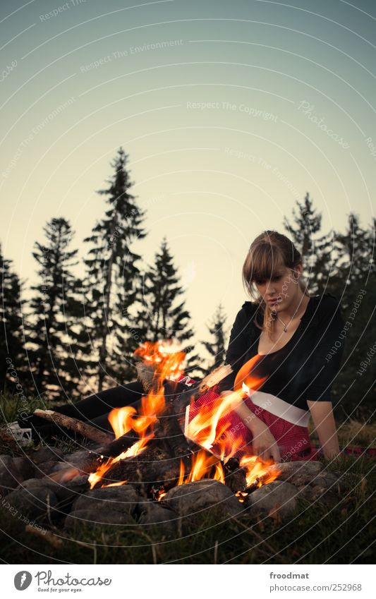 hypnotiseur Frau Mensch Jugendliche schön Ferien & Urlaub & Reisen ruhig Erholung feminin Berge u. Gebirge Erwachsene Wärme träumen Zufriedenheit Freizeit & Hobby Ausflug wandern