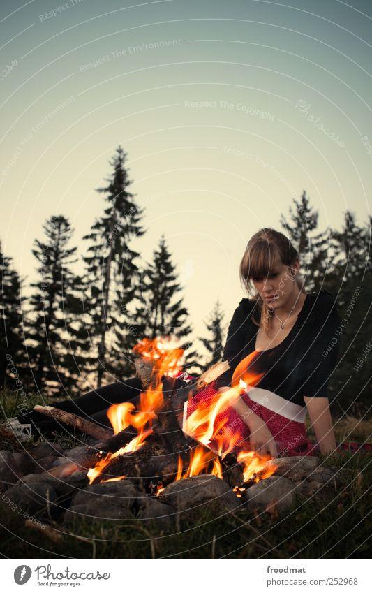 hypnotiseur Frau Mensch Jugendliche schön Ferien & Urlaub & Reisen ruhig Erholung feminin Berge u. Gebirge Erwachsene Wärme träumen Zufriedenheit