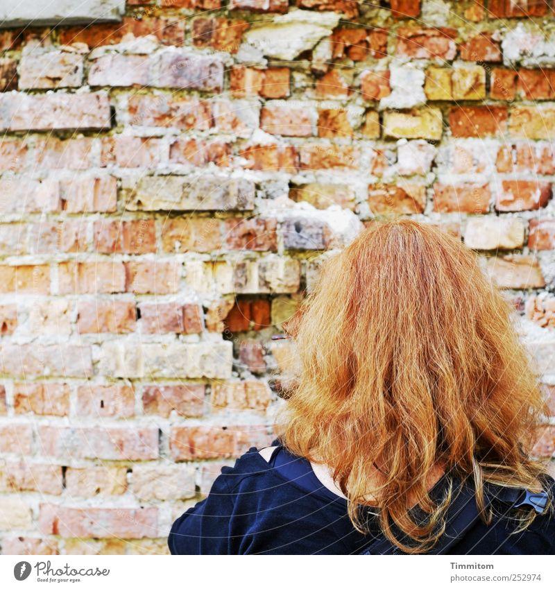 [CHAMANSÜLZ 2011] - Ihr Blick macht Steine schwach! Freizeit & Hobby Mensch Frau Erwachsene Haare & Frisuren schwäbisch Industrieanlage Mauer Wand rothaarig