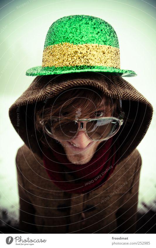 kobold Lifestyle Winter Silvester u. Neujahr Jahrmarkt Mensch maskulin Junger Mann Jugendliche Erwachsene Jacke Mantel Brille Sonnenbrille Hut Lächeln lachen