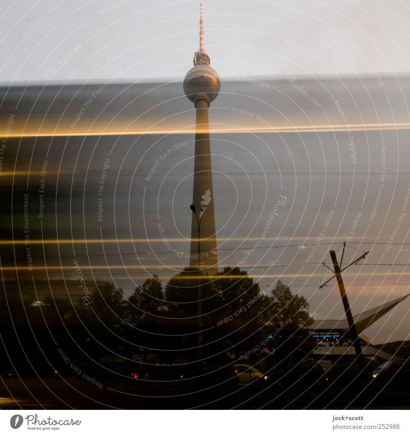 Turm - Himmel - Schwindel Stadt Leben Herbst Linie Stimmung leuchten Perspektive Technik & Technologie Ausflug Geschwindigkeit fahren Wolkenloser Himmel Hauptstadt lang Stadtzentrum Abenddämmerung