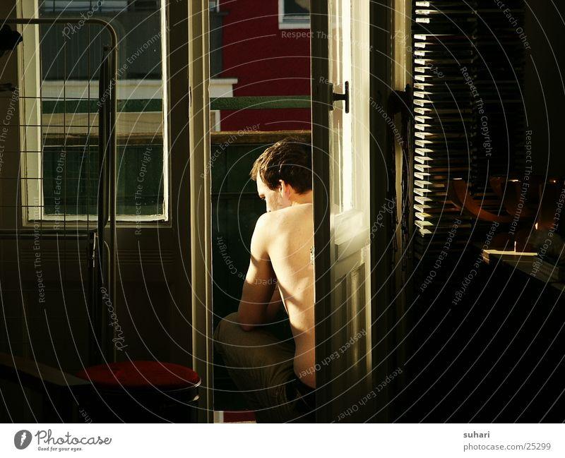 Sonnenstrahl Mann Rücken Rauchen Häusliches Leben Balkon Lichtstrahl