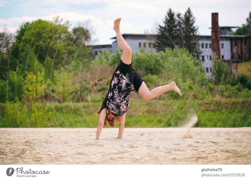 Sommer in der Stadt :) Frau Mensch Freude Strand Erwachsene Leben lustig feminin Sport Bewegung Freizeit & Hobby 45-60 Jahre Lebensfreude verrückt