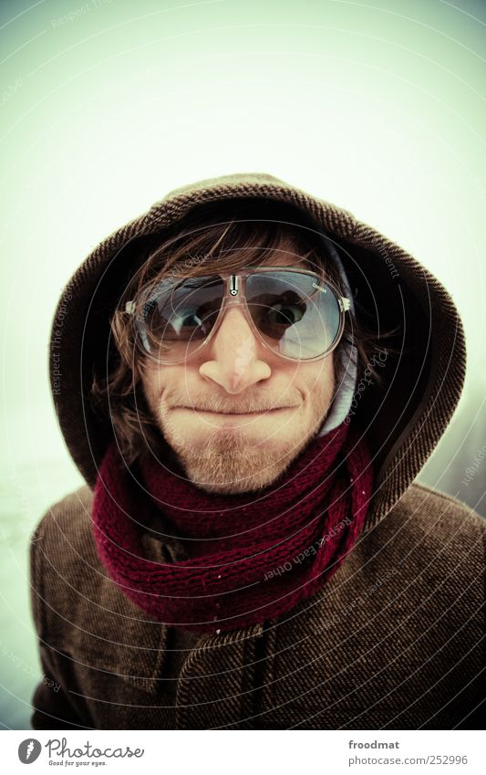 pffffff Mensch Mann Jugendliche Freude kalt Leben Erwachsene maskulin verrückt Brille Neugier Wut Jacke Lächeln brünett