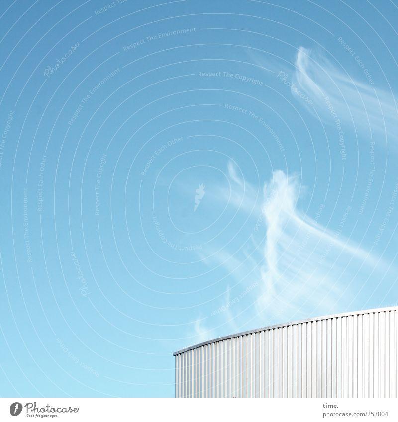Wölkchenkocher | ChamanSülz Tanzen Industrie Luft Wolken Wind Bauwerk Dach Metall Freundlichkeit hell blau weiß geheimnisvoll Perspektive Industriefotografie