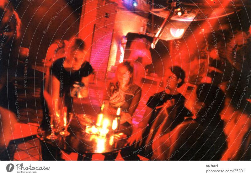 Kneipenabend Gastronomie Nacht trinken Party Menschengruppe Abend Lomografie Nachtleben Partygast
