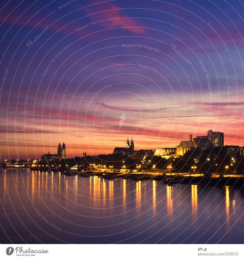 Magdeburg Skyline blau Stadt rot Wolken schwarz gelb Architektur Gebäude Stimmung Lampe Deutschland gold Hochhaus Kirche Europa Fluss