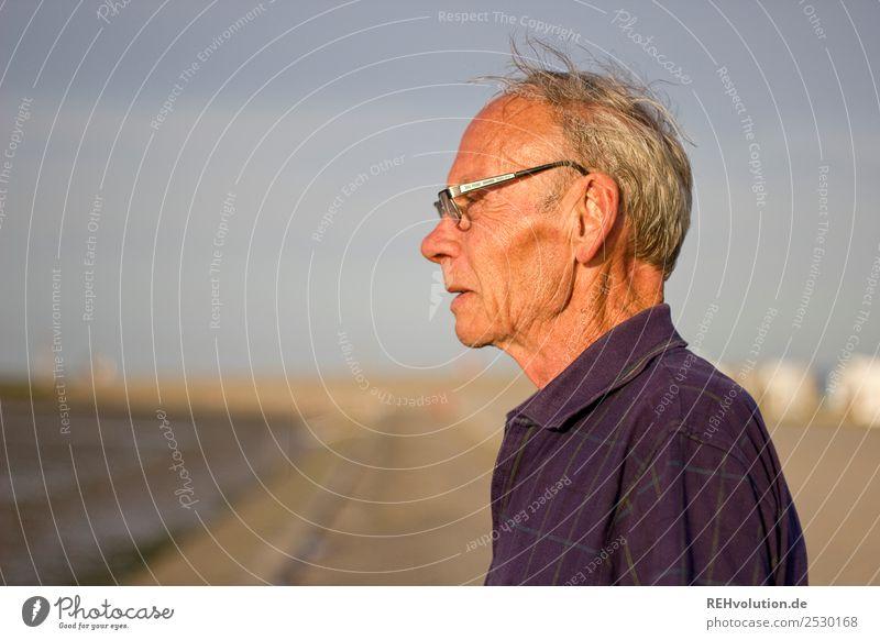 der alte mann und das meer Mensch maskulin Männlicher Senior Mann Großvater Leben Gesicht 1 60 und älter Umwelt Natur Himmel Horizont Küste Nordsee Meer T-Shirt