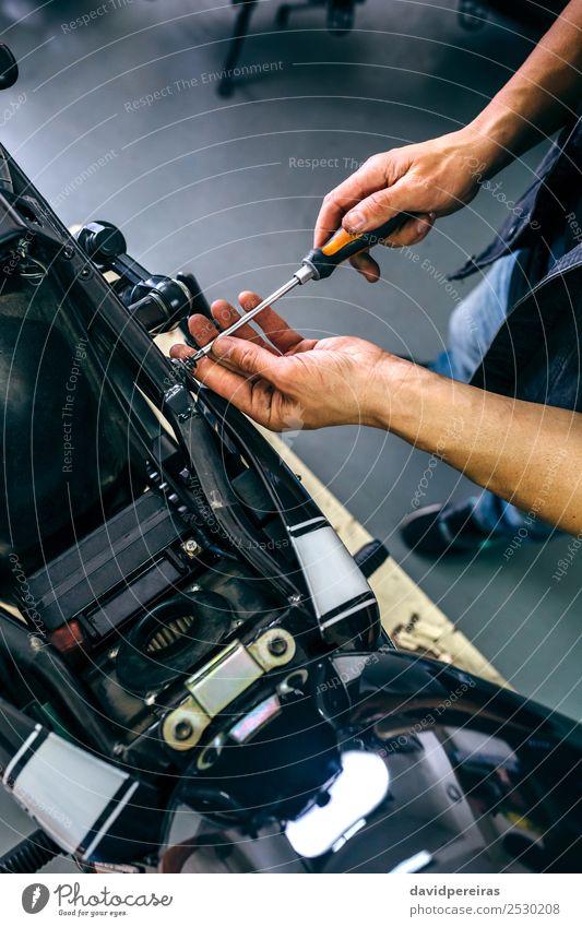 Mechanische Reparatur von kundenspezifischen Motorrädern Lifestyle Stil Arbeit & Erwerbstätigkeit Mensch Mann Erwachsene Paar Hand Fahrzeug Motorrad Fluggerät