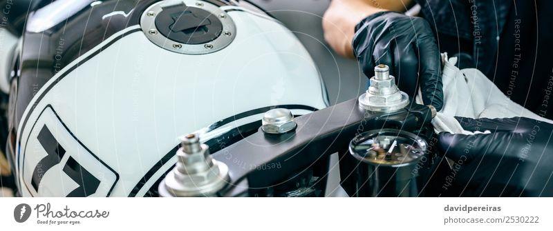 Mechanische Reinigung eines Motorrads Lifestyle Arbeit & Erwerbstätigkeit Mensch Mann Erwachsene Hand Fahrzeug Stoff authentisch retro schwarz panoramisch
