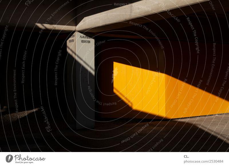 plakatieren verboten Stadt Menschenleer Platz Bauwerk Gebäude Architektur Mauer Wand Beton Schriftzeichen ästhetisch dunkel eckig gelb grau schwarz Inspiration