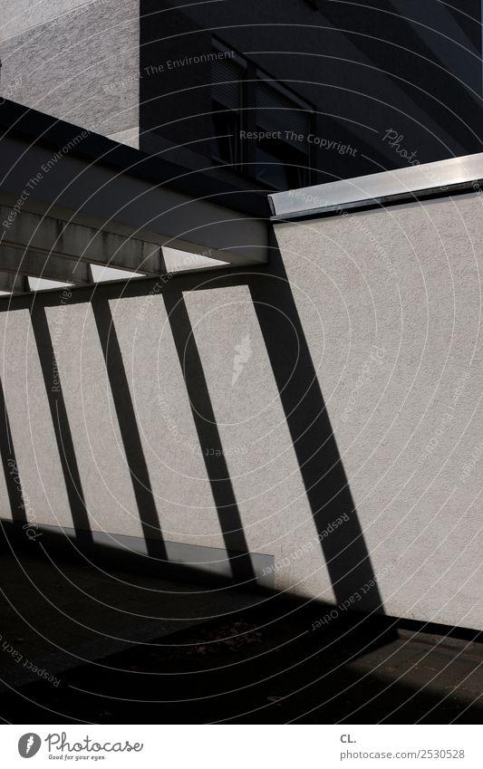 einfahrt Stadt Haus Gebäude Architektur Mauer Wand Einfahrt Wege & Pfade ästhetisch dunkel eckig trist grau Farbfoto Gedeckte Farben Außenaufnahme abstrakt