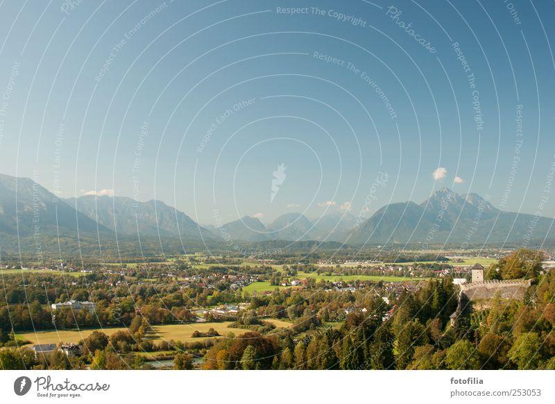 Hinter den sieben Bergen Himmel blau grün Baum Ferien & Urlaub & Reisen Sommer Wolken Ferne Umwelt Berge u. Gebirge Landschaft Gras Felsen Ausflug Tourismus Sträucher