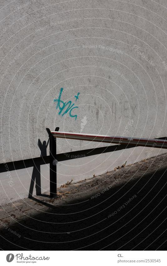 schranke Mauer Wand Verkehr Verkehrswege Straße Wege & Pfade Schranke Zeichen Schriftzeichen Graffiti trist grau Ende stagnierend Verbote Farbfoto Außenaufnahme