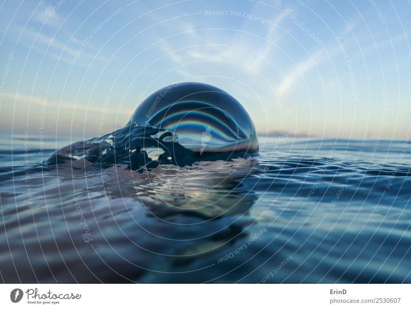 Meeresoberfläche hautnah mit Glaskugel Ferien & Urlaub & Reisen Landschaft Himmel Kugel frisch hell einzigartig nass blau weiß Erholung nachhaltig Natur rein