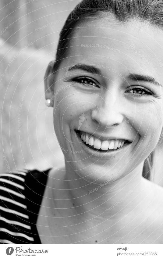 :D feminin Junge Frau Jugendliche Erwachsene 1 Mensch 18-30 Jahre Freundlichkeit Fröhlichkeit schön natürlich lachen strahlend weiße Zähne positiv sympathisch
