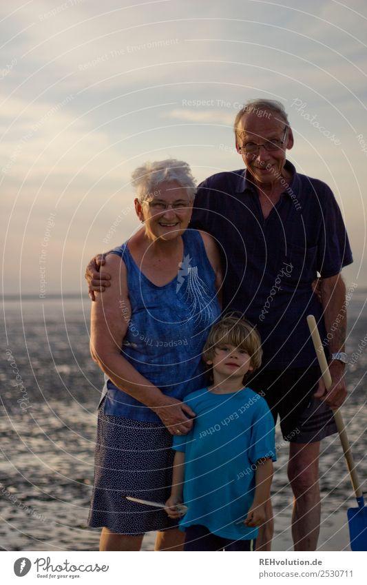 Familienurlaub - Oma - Opa - Enkel im Watt Frau Kind Mensch Ferien & Urlaub & Reisen Mann Sommer Meer Freude Strand Erwachsene Liebe Senior feminin