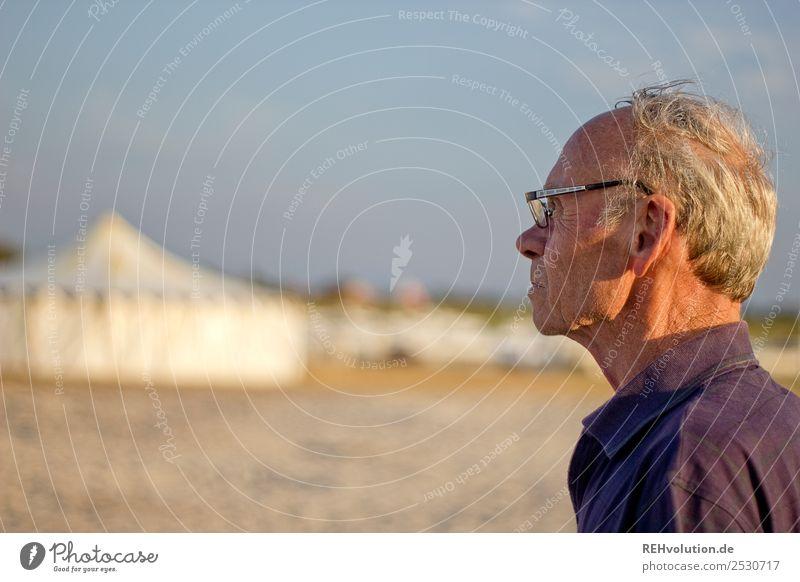 Alter Mann am Strand Mensch Himmel Ferien & Urlaub & Reisen alt Sommer Lifestyle Erwachsene Leben Senior natürlich Tourismus Freizeit & Hobby maskulin
