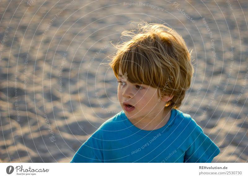 Junge am Starnd Ferien & Urlaub & Reisen Ausflug Sommer Sommerurlaub Sonne Strand Meer Mensch Kind Kindheit Kopf 1 3-8 Jahre Umwelt Natur T-Shirt