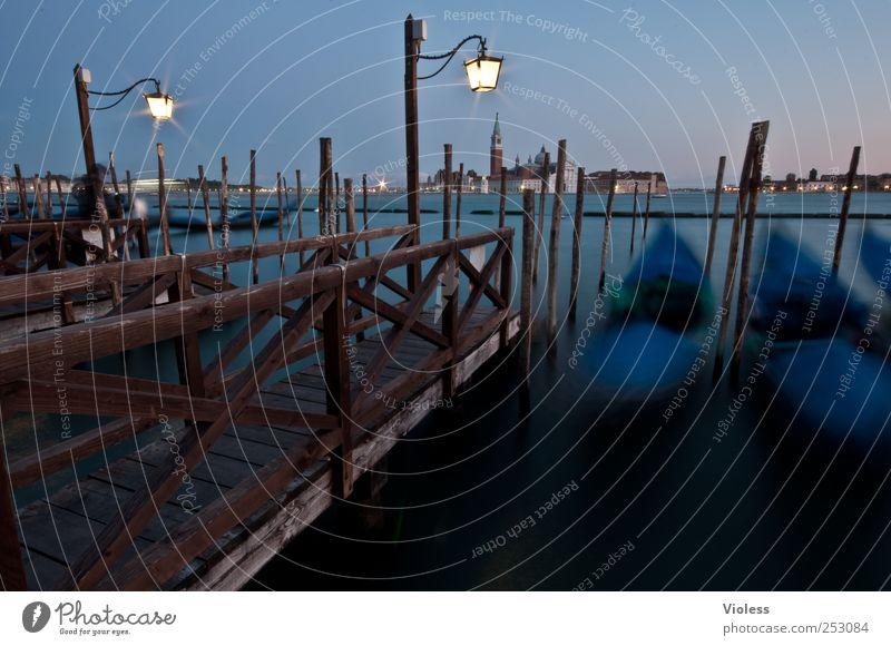 venice gondola II Stadt Altstadt entdecken schaukeln blau Italien Venedig Anlegestelle Gondoliere Gondel (Boot) Hafenstadt Farbfoto Außenaufnahme Experiment