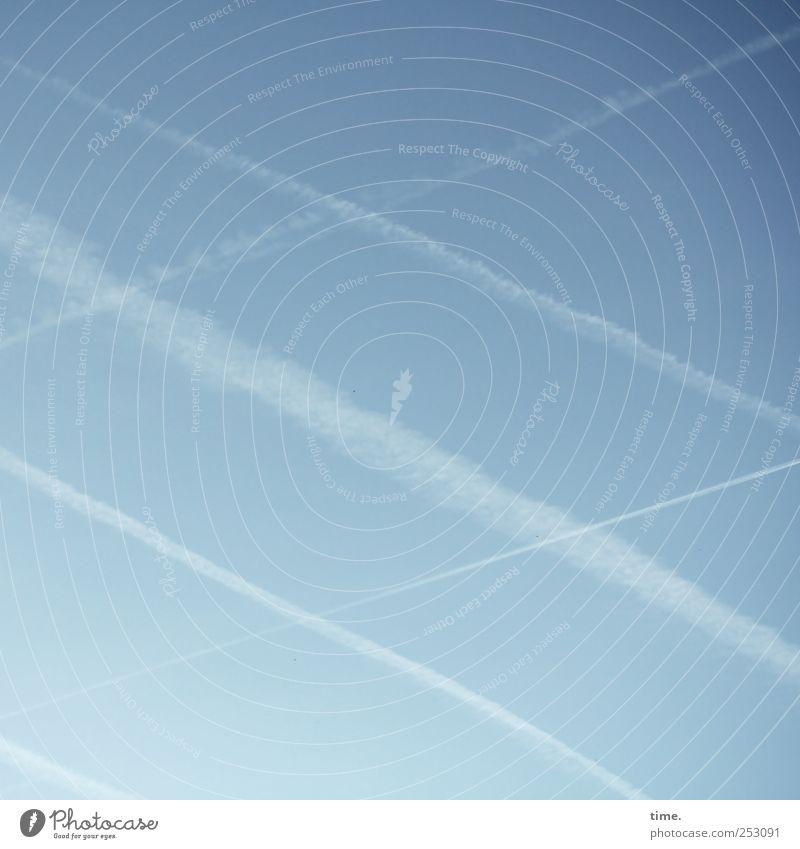 Himmel über Frankfurt Zufriedenheit Luftverkehr Umwelt Wind Kreuz blau weiß Symmetrie Kondensstreifen verweht hreuzweise Gleichgewicht Farbfoto Gedeckte Farben